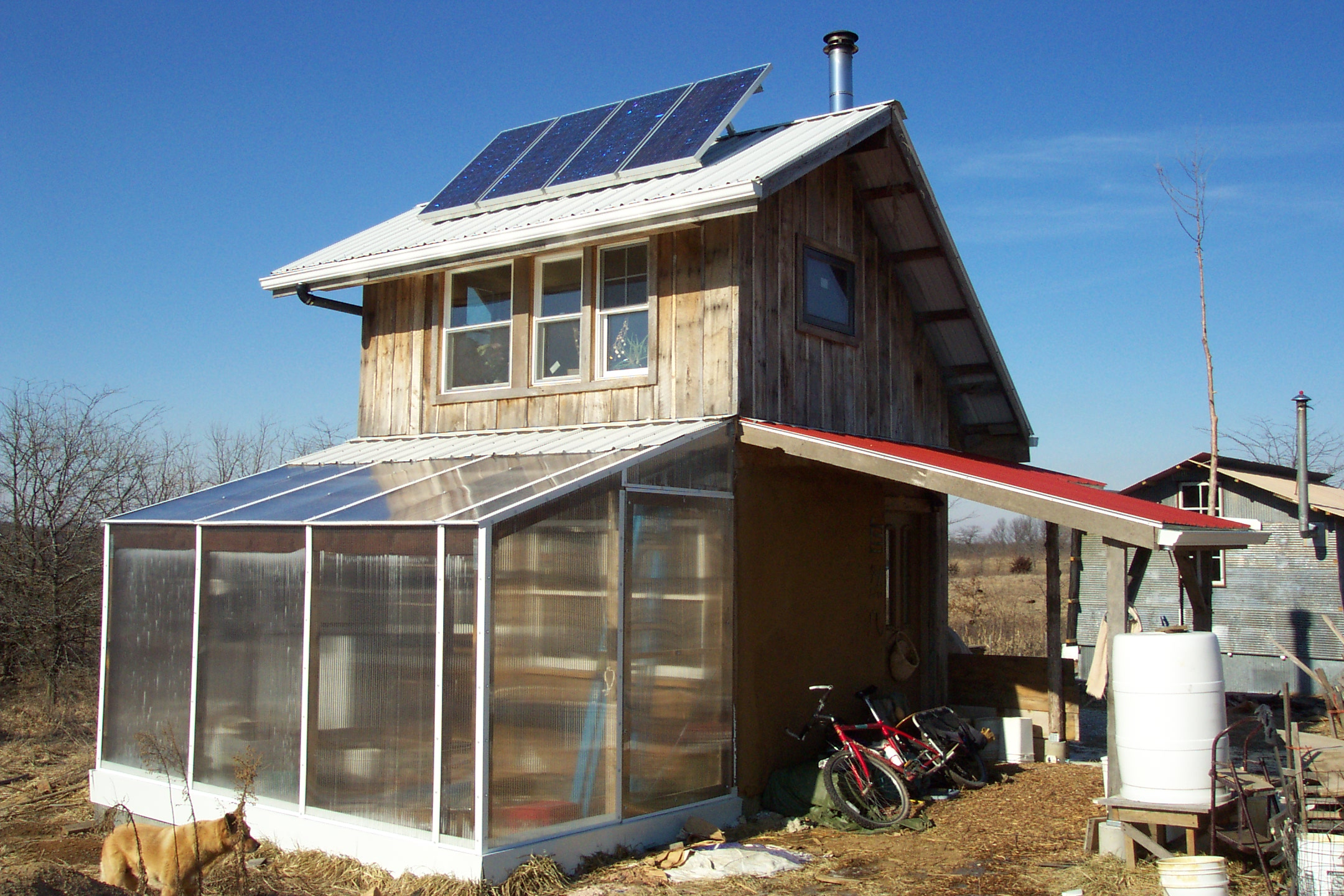 Sustainable home heating dancing rabbit ecovillage for Solar powered home designs